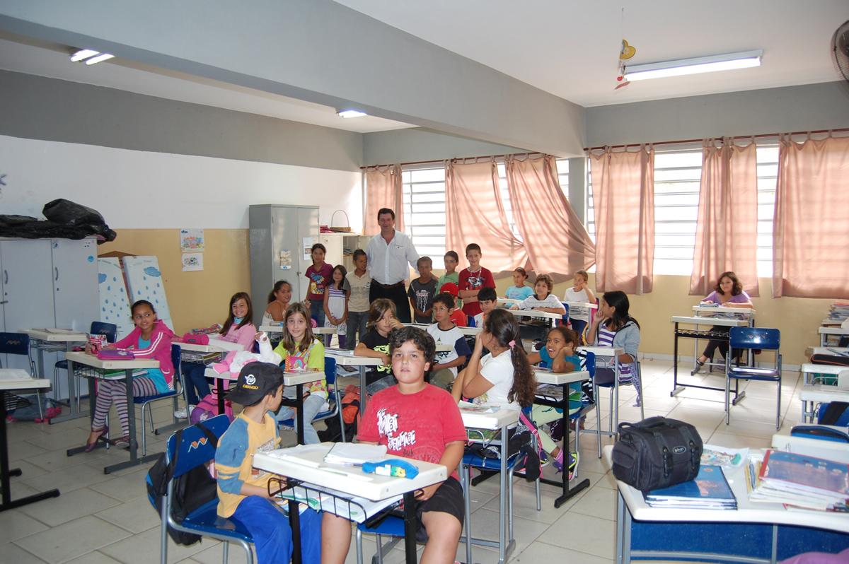 O vereador e delegado Municipal do CONFEP por Pardinho - SP, promove palestra sobre a pedofilia na rede escolar municipal em seu município.