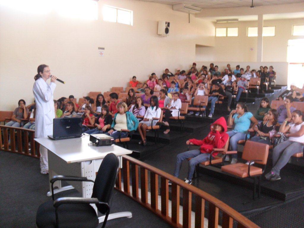 O vereador e Delegado Municipal do CONFEP, Carlos Alberto Leite por Areiópolis - SP, organiza palestra sobre a pedofilia na rede escolar municipal em seu município.