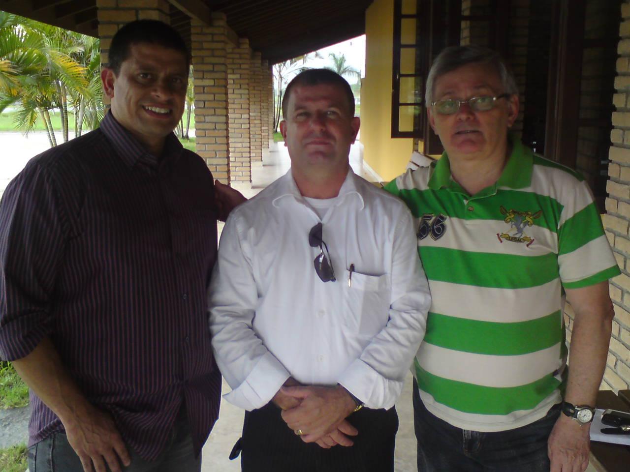 O Dr. Alberto recebeu no ultimo dia 19 de dezembro, o ex-jogador, atual empresário MAZINHO(Sr. Iramar G. Lopes)